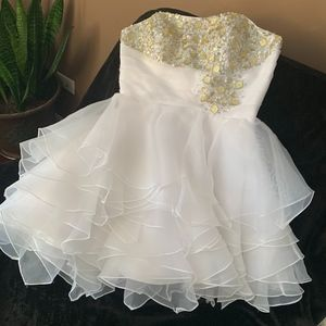 Dresses & Skirts - Strapless White Homecoming/Prom/Quinceañera Dress